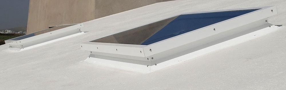 Claraboya modelo 02, en un techo de 2 aguas (Tias, Lanzarote, Las Palmas).